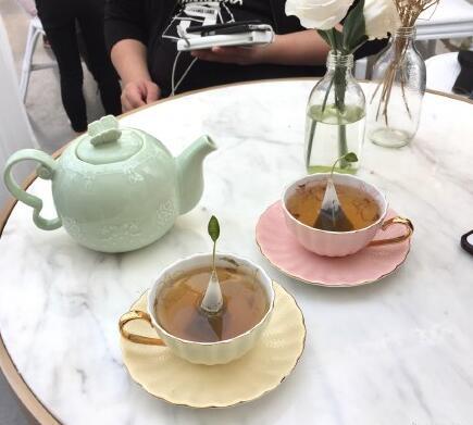 大良玻璃屋精致的茶具