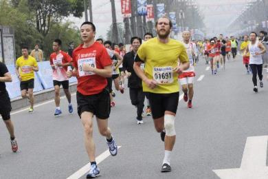 坚持跑步一年,到底能给一个人带来多大的变化?
